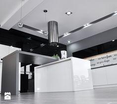 czarno-biało-szara kuchnia i dużo połysku - zdjęcie od Am Design Studio…