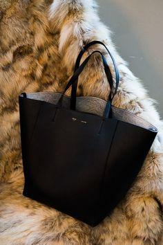 0504188989 Celine Tote Fashion Bags
