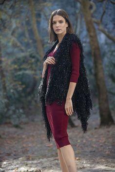 Πλεκτό σάλι με ιριδίζουσες πούλιες σε μαύρο χρώμα onesize Pretty Woman, Winter, Women, Winter Time, Winter Fashion