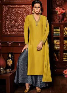 Check out the online collection of Salwar Kameez in the Catalog 4692 at Indian Cloth Store. Get Catalog 4692 of Salwar Kameez in various designs, colors & sizes. Pakistani Dresses, Indian Dresses, Indian Outfits, Pakistani Suits, Indian Designer Outfits, Designer Dresses, Indian Designers, Salwar Designs, Mode Chic