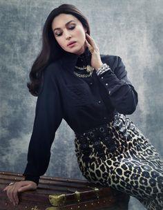 Одна из самых красивых женщин в мире, Моника Беллуччи продолжает радовать визуальных эстетов и своих поклонников. Итальянская актриса, которой 51 год, поражает своей природной красотой на страницах глянцевых...