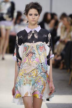 Vivian Girls: Fashion Heroines - farfetch.com