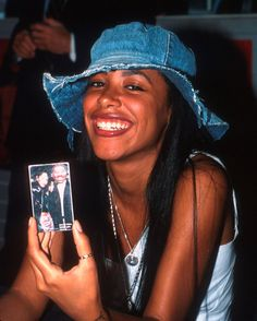 Omg I never realized how pretty she was😍😍😍😍😇 Rip Aaliyah, Aaliyah Style, Aaliyah Outfits, Tamar Braxton, Hayden Williams, 2000s Fashion, Hip Hop Fashion, Tommy Hilfiger, 2pac