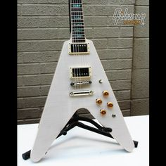 Flying V Standard in Washed White with Abalone inlay