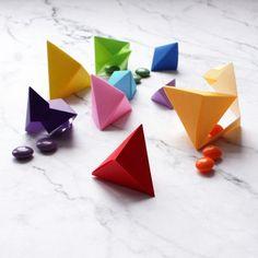 Origami facile, Le pliage en papier origami, Origami simple, Technique origami, Étape par étape origami, Comment créer une boite en origami?, pyramide origami