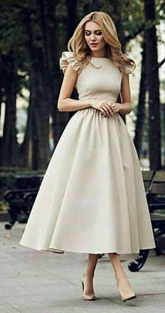 Magical Spring Outfits To Try Now - woman wears beige short-sleeved midi dress. Pic by Source by just_marvellous. Elegant Dresses, Pretty Dresses, Vintage Dresses, Beautiful Dresses, Casual Dresses, Formal Dresses, Classic Dresses, Beige Dresses, Dress Outfits