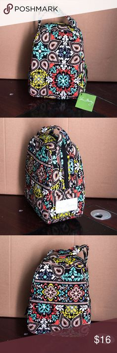 "NWT Vera Bradley Lunch Bunch Bag in Sierra **Price is firm** Slip pocket and a large zippered opening, plus an ID window Measures: 7 "" x 9"" x 4 "" with 3"" handle drop Vera Bradley Bags"