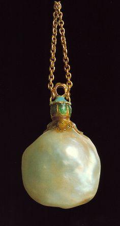 Manifattura olandese del XVI secolo-Pendente in oro e smalti  con perla barocca in forma di fiasca-Museo dell'Argenteria-Firenze