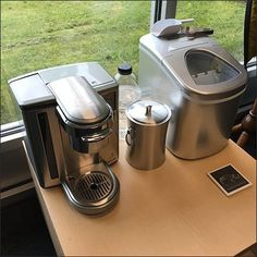 Expect only the best as exemplified by this Mercedes Benz Expresso Coffee Service And More offering. It would seem ordinary coffee and humdrum Keurig. Mercedes Benz Retail, Expresso Coffee, Retail Fixtures, Coffee Service, Brewing Tea, Keurig, Fresh Fruit, Coffee Maker, Store