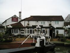 The New Inn Pub, Long Buckby by canalandriversidepubs co uk, via Geograph