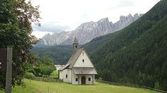 Country church in Italy by Gmomma Wonderful Places, Great Places, Beautiful Places, The Places Youll Go, Places To See, Old Country Churches, Visit Italy, Famous Places, Place Of Worship