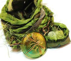 He encontrado este interesante anuncio de Etsy en https://www.etsy.com/es/listing/122312354/lime-green-recyceld-sari-silk-dragonfly