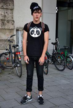 Nicopanda t-shirt, comme des fuckdown beanie, NB sneakers I Love Fashion, Autumn Fashion, Mens Fashion, Fashion Menswear, Warm Outfits, Summer Outfits, Summer Clothes, Nb Sneakers, Street Style Boy