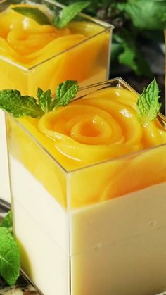 Easy no bake mango cheesecake recipe with smooth creamy texture and delicious mango cheese flavour. What more could you ask for a summer dessert? Jello Recipes, Cake Recipes, Dessert Recipes, Gelatin Recipes, Mini Desserts, Easy Desserts, Mini Dessert Cups, Gourmet Desserts, Strawberry Desserts