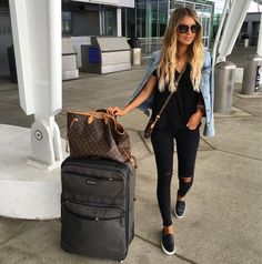 casual chic travel outfit - perfect airport style