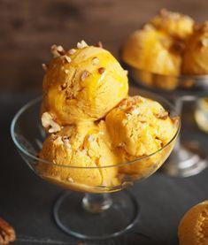 Täyteläinen kurpitsajäätelö ilman jäätelökonetta - Kulinaari-ruokablogi Takana, Ice Cream, Desserts, Food, No Churn Ice Cream, Tailgate Desserts, Deserts, Icecream Craft, Essen