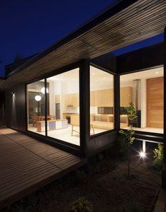 Casa Santa Maria is a minimalist house located in Santa María, Chile, designed by Etcheberrigaray + Matuschka. Santa Maria, Container Home Designs, Container Homes, Minimalist Home, Minimalist Design, Cabana, Silo House, Wood Facade, Building A Container Home