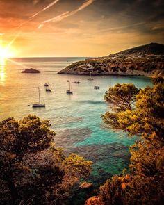 10 best summer cities in the world 2019 Best Summer Vacations, Summer Vacation Spots, Summer Travel, Menorca, Best Holiday Destinations, Travel Destinations, Ibiza Beach, Italy Travel, Beautiful Beaches