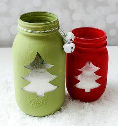 Ez az áttört hatású, fenyőfamintás  ,  befőttes üvegből  készült mécsestartó  villám gyorsan ( fillérekből ) elkészíthető! Kreatív ötlet ugye? Ez a csodás  befőttes üvegből készült karácsonyi dekoráció remek téli dísze lehet ...