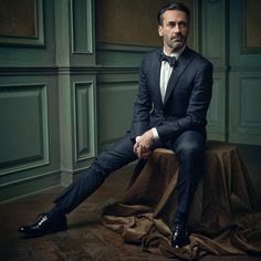 """""""Dapper Don Draper! Jon Hamm poses for @markseliger in the #VFOscarParty portrait studio. Click the link in our bio to see all of the night's portraits.…"""""""
