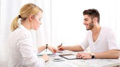Les jeunes générations affichent plus d'indépendance dans la gestion de leur argent au sein de leur couple. Une des raisons des problèmes financiers de bien des foyers
