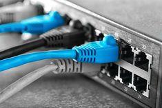 Een netwerkswitch kan je zien als een verdeelstekker voor je internetaansluiting. Maar er bestaan ongelooflijk veel soorten netwerkswitches met verschillende aansluitingen en doelen. Bij het zoeken naar een switch is het gemakkelijk om het overzicht kwijt te geraken. Daarom helpen we je graag verder om de juiste keuze te maken voor jouw netwerk!LocatieWaar wil je de switch installeren? De locatie van de switch bepaalt voor een groot deel de keuze van het apparaat. Wil je extra netwerkpoorten…