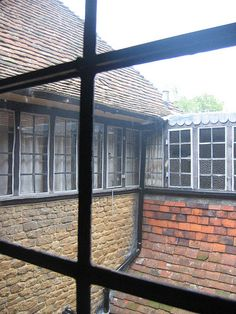 View from interior to exterior Edwin Lutyens, Le Corbusier, House Architecture, Buildings, Exterior, English, Windows, Wood, Beautiful