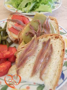 Pane con acciughe http://www.cuocaperpassione.it/foodfoolio/472e1f4c-9f72-6375-b10c-ff0000780917/Pane_con_acciughe