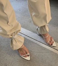 There's a new way to wear your lace-up sandals—like this. Every fashion girl is taking their outfit to a new level of cool with the styling… Fashion Details, Look Fashion, Fashion Shoes, Girl Fashion, Womens Fashion, Jeans Fashion, Petite Fashion, 70s Fashion, Modern Fashion