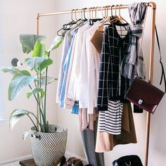 Best Clothes Rack Bedroom Apartments Open Wardrobe 53 Ideas - Diy and crafts interests Open Wardrobe, Bedroom Wardrobe, Simple Wardrobe, Trendy Bedroom, Modern Bedroom, Bedroom Small, Apartment Closet Organization, Organization Ideas, Dispositions Chambre