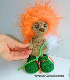 Предлагаю вам связать такого маленького крошечку-ежика (ростиком 21 см). Эта кроха до сих пор живет у меня дома и я никак не могу с ней расстаться, как и с некоторыми своими игрушками:) Надеюсь, и для вас он станет одной из любимых игрушек. Приятного творчества:) Материалы для изготовления игрушки. - крючок 1.75; - пряжа YarnArt Bianca baby lux 50г/150м, бежевый цвет; - для иголочек —…