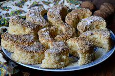 Semiluna cu nuca - CAIETUL CU RETETE Cake Cookies, Fudge, French Toast, Breakfast, Food, Recipes, Bakken, Hoods, Meals
