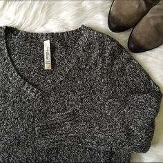 [la blues] oversized chunky sweater 18/20 W plus size sweater. I'm usually a large in women's and liked the oversized look of it! It's very cute marled chunky fabric with a v neck. Grey-ish white-ish and black. In great condition! LA Blues Sweaters V-Necks