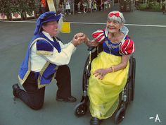 everydaydisneylife:    As the Halloween season ends soon, I remember the memories I had with my grandma dressed as Snow White last year, RIP!    Oh my goodness. This is perfect.