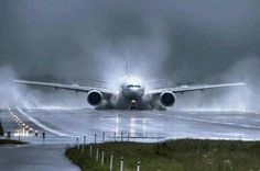 Boeing 777 on Wet runway