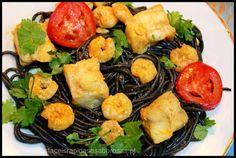 Esparguete negro com tamboril e camarões ♥♥♥ - http://gostinhos.com/esparguete-negro-com-tamboril-e-camaroes-%e2%99%a5%e2%99%a5%e2%99%a5/
