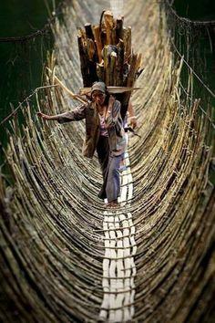 Quanta coragem, força e perseverança tem esta mulher! (Arunachal Pradesh, India)