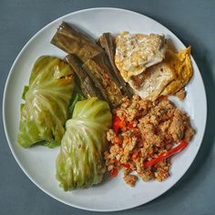 A guy that was morbidly obese who lost weight without exercise shares food, health and weightloss. Raw Cabbage, Cabbage Rolls, Siomai, Meal Ideas, Eggplant, Tofu, Ground Beef, Lose Weight, Lunch