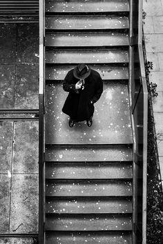 """O fotógrafo Marcus Leoni resolveu visitar #Edimburgo, capital da #Escócia. """"Passei os dias andando nas ruas, fotografando e reparando no sotaque dos escoceses"""", contou."""