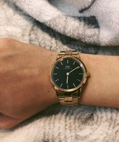 You guys this new watch Daniel Wellington has launched is stunning! When buying this fabulous new watch don't forget to use the discount code to get off! Modern Watches, Luxury Watches, Daniel Wellington Watch, Moon And Star Ring, Cool Gadgets To Buy, Gold Watch, Bracelet Watch, Jewelery, Product Launch