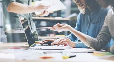 Achter het Kanaal helpt en inspireert ambitieuze merken keuzes te maken, zich te onderscheiden én te vernieuwen op een manier zodat je opgemerkt wordt door je doelgroep.