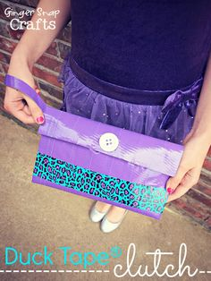 Duck Tape® Clutch {tutorial} Would make good coupon holder/receipt holder using the organizer as a base and decorating it up My cousin would make this Quick Crafts, Crafts To Do, Crafts For Kids, Duct Tape Projects, Duck Tape Crafts, Tape Art, Tapas, Projects For Kids, Craft Projects
