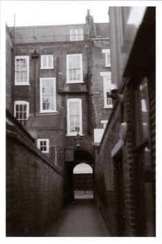 London alley way