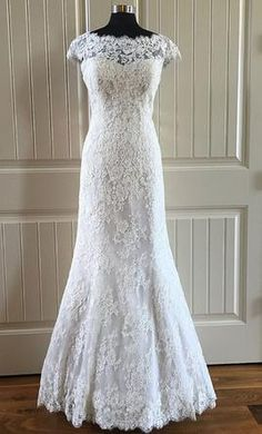 Allure Bridals 9000 16: buy this dress for a fraction of the salon price on PreOwnedWeddingDresses.com
