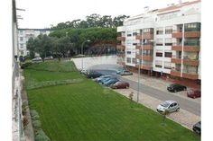 Oeiras, Avenida Brasília. Apartamento T2 com 90 m2 para obras, muita luz e muito espaçoso. Vendido em Julho de 2015 por 70 mil euros. Vendido por Diogo Neto