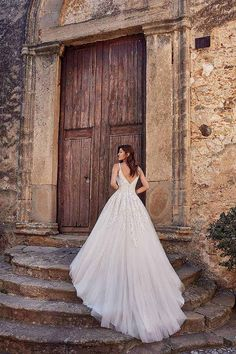 Trouwjurk EK1263 Eddy K - Honeymoon shop Italian Wedding Dresses, Elegant Wedding Gowns, Wedding Dresses For Sale, Wedding Dress Shopping, White Wedding Dresses, Wedding Dress Styles, Designer Wedding Dresses, Lace Wedding, Rustic Wedding