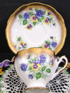 QUEEN ANNE COUNTRY GARDENS PANSY HEAVY GOLD FRILLY TEA CUP AND SAUCER