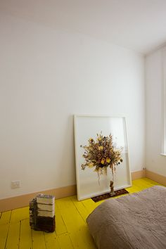 Yellow floorboards and white walls Painted Wooden Floors, Painted Floorboards, Estilo Interior, Cute Blankets, Sweet Home, Interior Decorating, Interior Design, Diy Decorating, Interior Paint