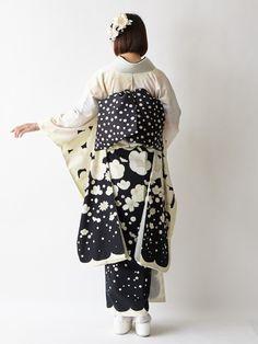 振袖「しんしん雪うさぎ」 商品画像 in 2020 Kimono Japan, Japanese Kimono, Japanese Outfits, Japanese Fashion, Japanese Beauty, Kimono Fabric, Kimono Top, Modern Kimono, Traditional Kimono