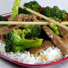 Restaurant Style Beef and Broccoli This is a go-to recipe when you want Chinese food without having to go out. Very easy and delicious. Substituting chicken for the beef works great too. Serve over rice. chinese food Restaurant Style Beef and Broccoli Steak And Broccoli, Broccoli Recipes, Broccoli Chicken, Broccoli Salads, Mushroom Broccoli, Garlic Broccoli, Broccoli Stems, Frozen Broccoli, Kitchen